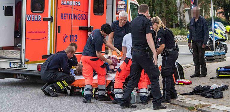 Über Lenker geflogen! - Biker nach Bremsmanöver schwer verletzt