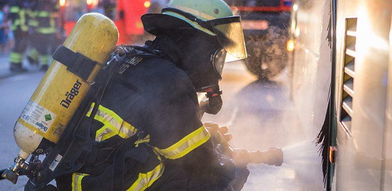 heißgelaufene Bremse an einem Linienbus sorgt für Einsatz der Feuerwehr