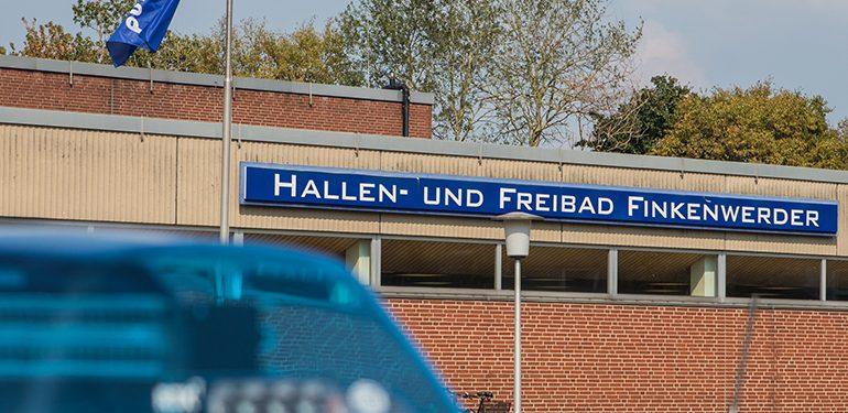 Über 400 Menschen evakuiert! - Chlorgasaustritt im Finkenwerder Freibad