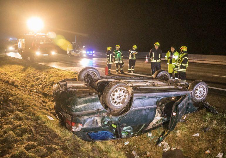 PKW kommt von der A7 ab und überschlägt sich - Fahrer konnte sich selber befreien - leicht verletzt!
