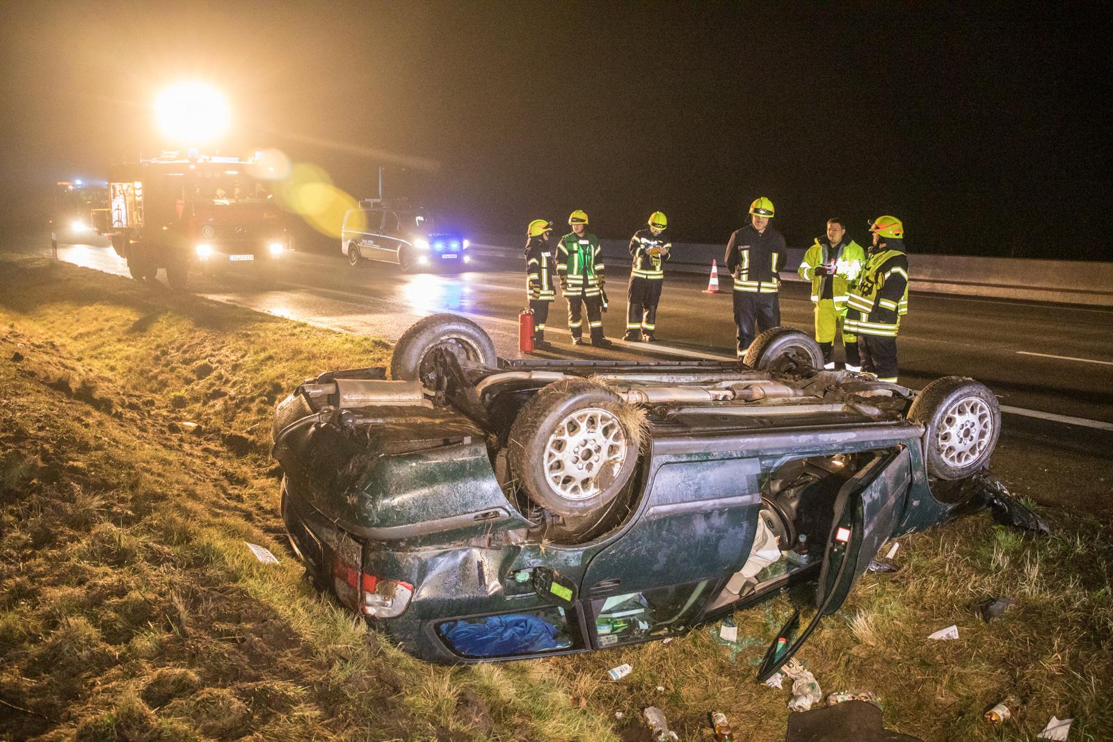PKW kommt von der A7 ab und überschlägt sich – Fahrer konnte sich selber befreien – leicht verletzt!