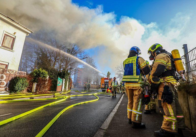 Großbrand in Halstenbek - Villa brennt vollständig aus!