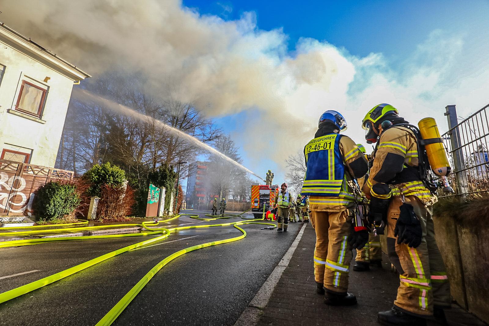 Großbrand in Halstenbek – Villa brennt vollständig aus!