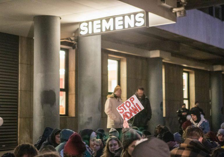 Klimaaktivisten blockieren Siemens Werk in Hamburg