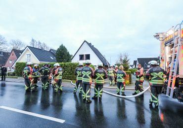 Zimmerbrand! - Großeltern fliehen mit Enkelkind aus Brandhaus - Krankenhaus