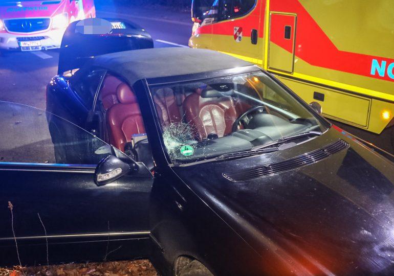PKW erfasst Fußgänger (82) frontal - Fußgänger verstirbt im Krankenhaus