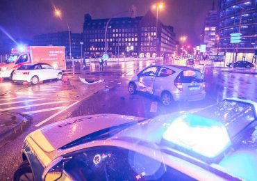 Kreuzungscrash in der Innenstadt - Ampelanlage ausgefallen