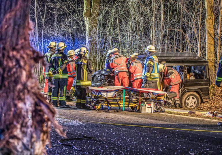 Fahrer über 2 Stunden im Fahrzeugwrack eingeklemmt! - Rettungshubschrauber in der Nacht im Einsatz