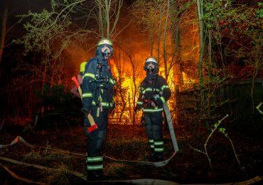 Anglerverein brennt in voller ausdehnung - Feuerwehr bekommt kein Löschwasser an die Einsatztelle