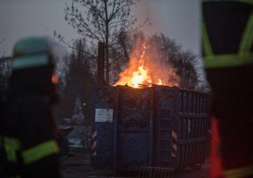 Feuer auf einem Verwertungshof in Hamburg-Rothenburgsort