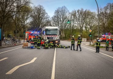 Radfahrerin bei Abbiegeunfall tödlich verletzt