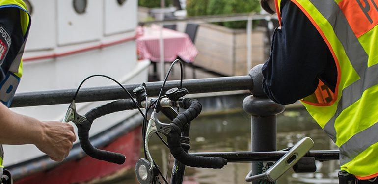 LKW-Fahrer von Fahrradfahrer angefahren