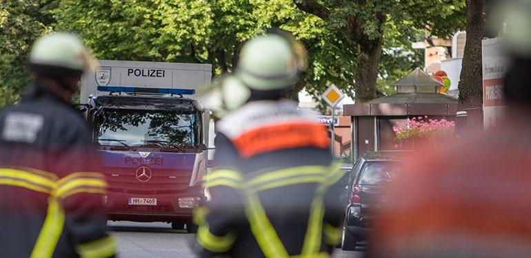 Kräfteintensiver Polizeieinsatz nach Kellerfund eines Explosivstoffes in Hamburg-Hoheluft