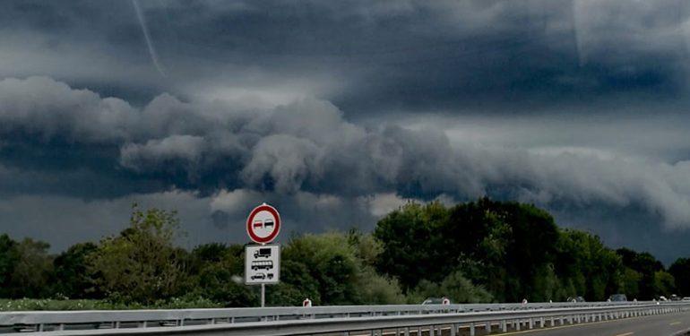 Pietro Lombardi sagt Aufritt ab - Unwetter über Rostock