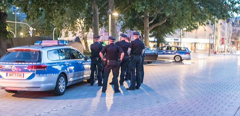 Pistolenmann auf der Flucht - Nur ein Mercedes bleibt zurück