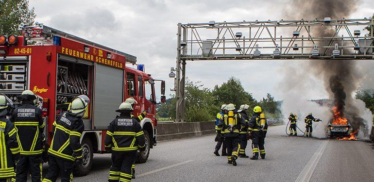 A23 wegen PKW-Brand gesperrt! - Abreiseverkehr von Wacken gestört