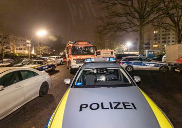 Polizeilage eskaliert: Polizistin verletzt / 17-jähriger schwer verletzt.