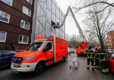 Aufwändige Rettung nach Unfall auf Baustelle - Bauarbeiter in 10m höhe verletzt
