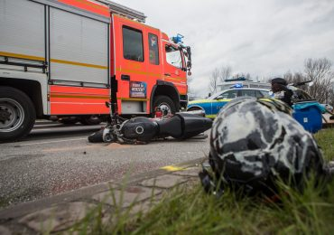 LKW erfasst Motorradfahrer! - junger Motorradfahrer verstirbt noch an der Unfallstelle