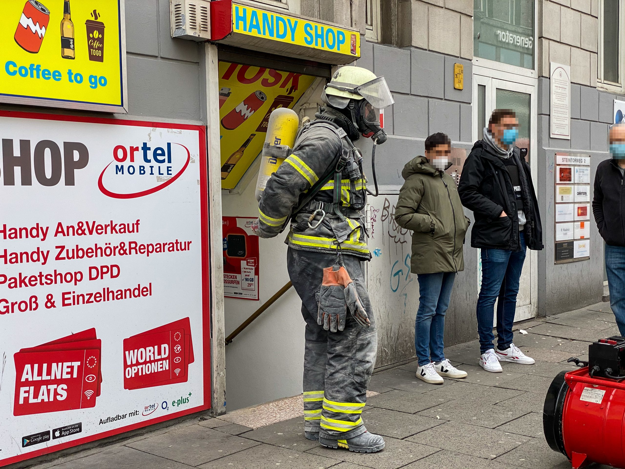 Amtshilfe-f-r-die-Polizei-Feuerwehr-knackt-Safe