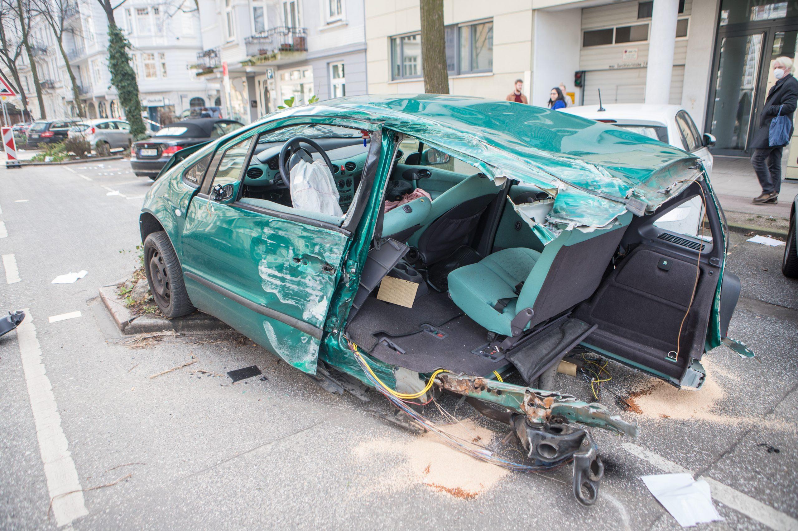 Zeugenaufruf-nach-schwerem-Verkehrsunfall-in-Hamburg-Rotherbaum