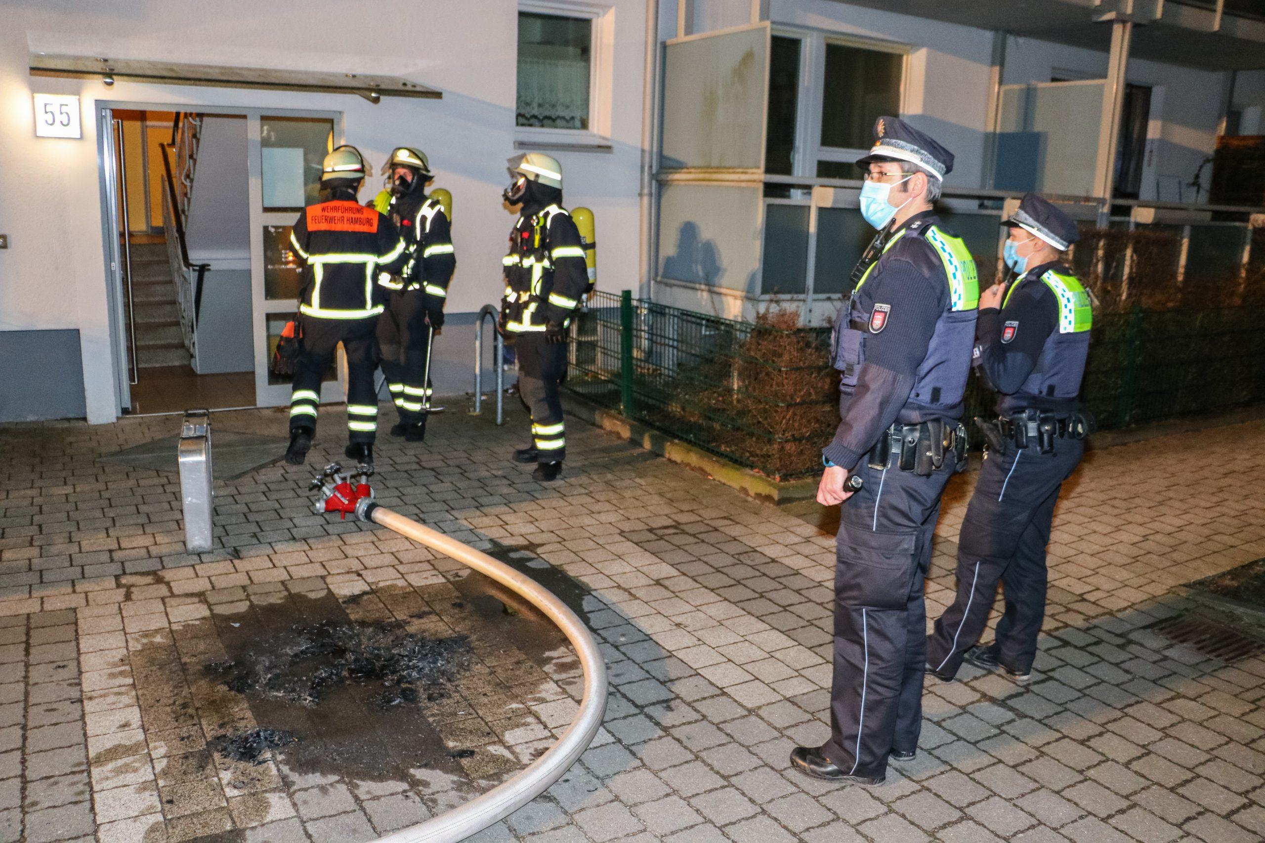 Bettl-gerige-Frau-durch-Feuerwehr-gerettet-